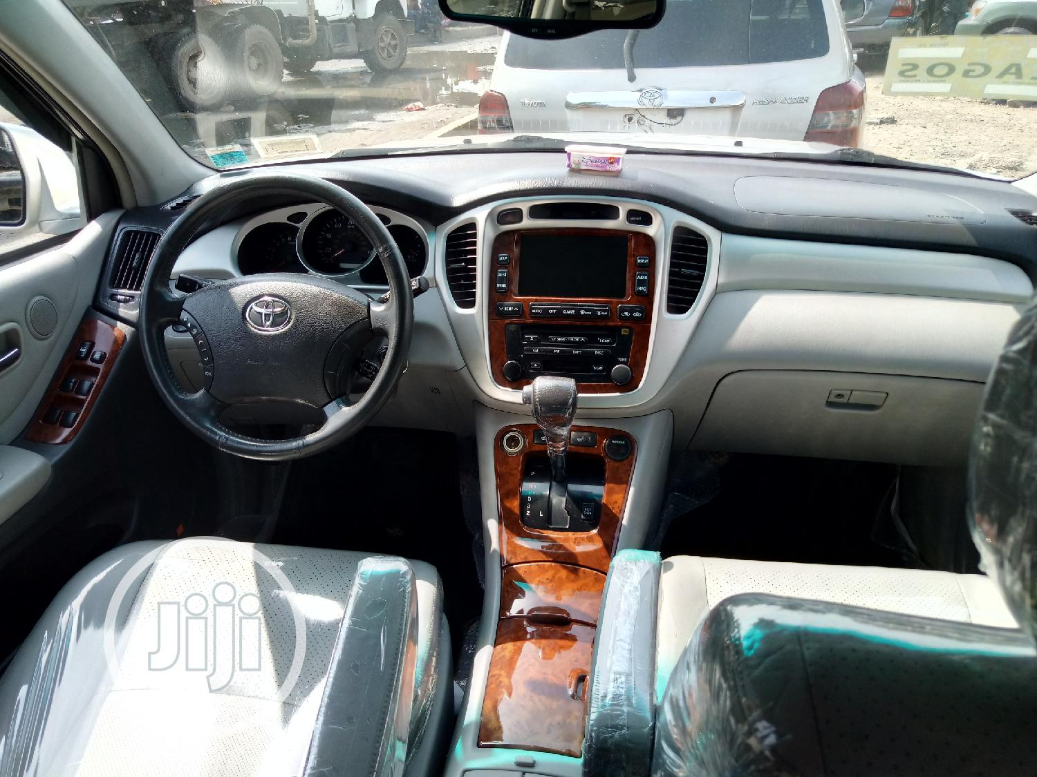 Toyota Highlander Limited V6 2005 Silver   Cars for sale in Apapa, Lagos State, Nigeria