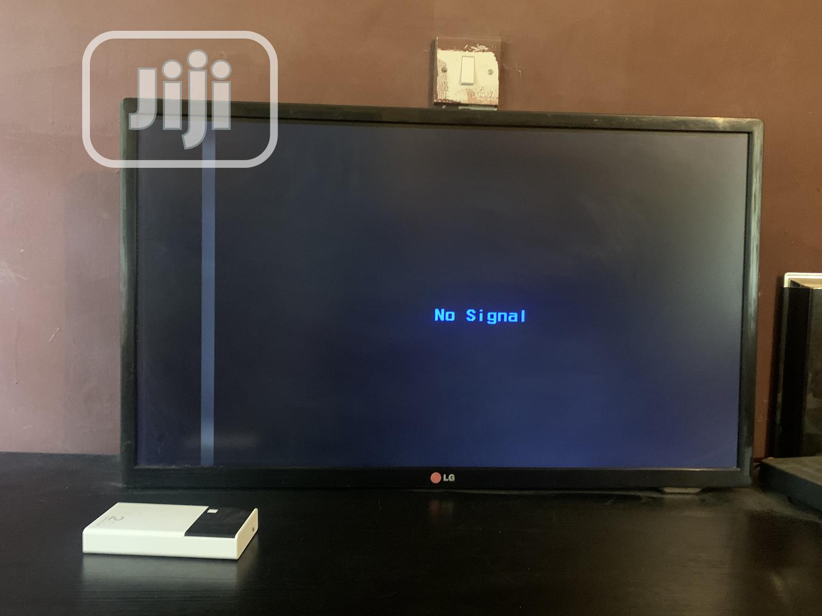 LG 32 Inches TELEVISION With a Straight Line