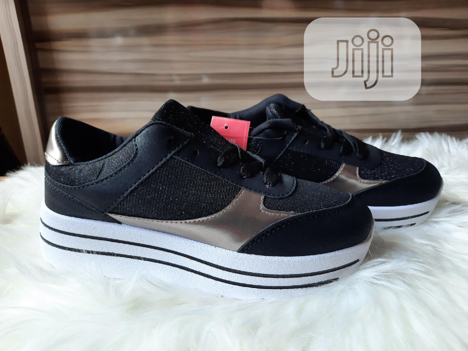 Archive: Quality Ladies Casual Shoe