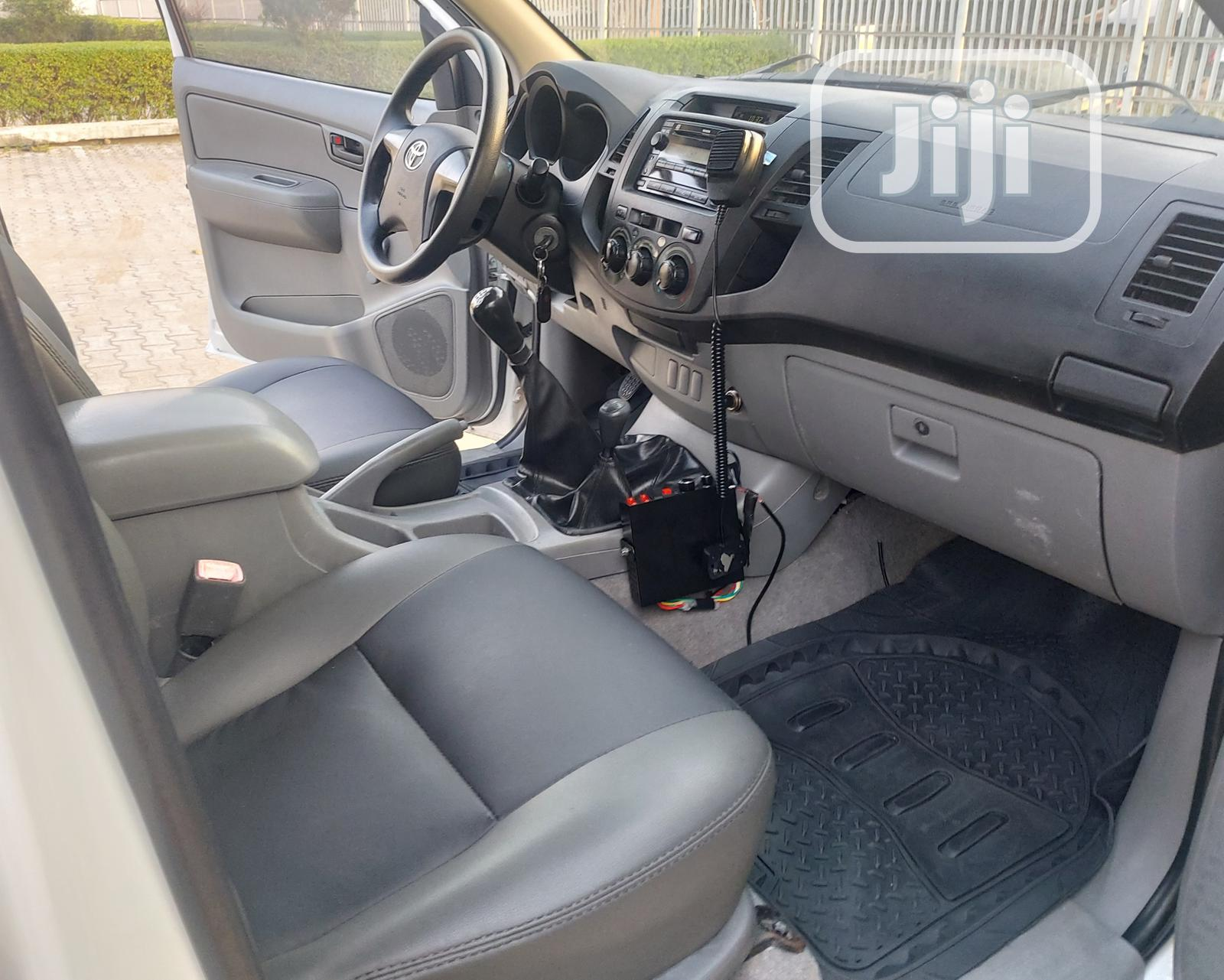 Toyota Hilux 2.7 VVT-i 4X4 SRX 2012 White | Cars for sale in Amuwo-Odofin, Lagos State, Nigeria