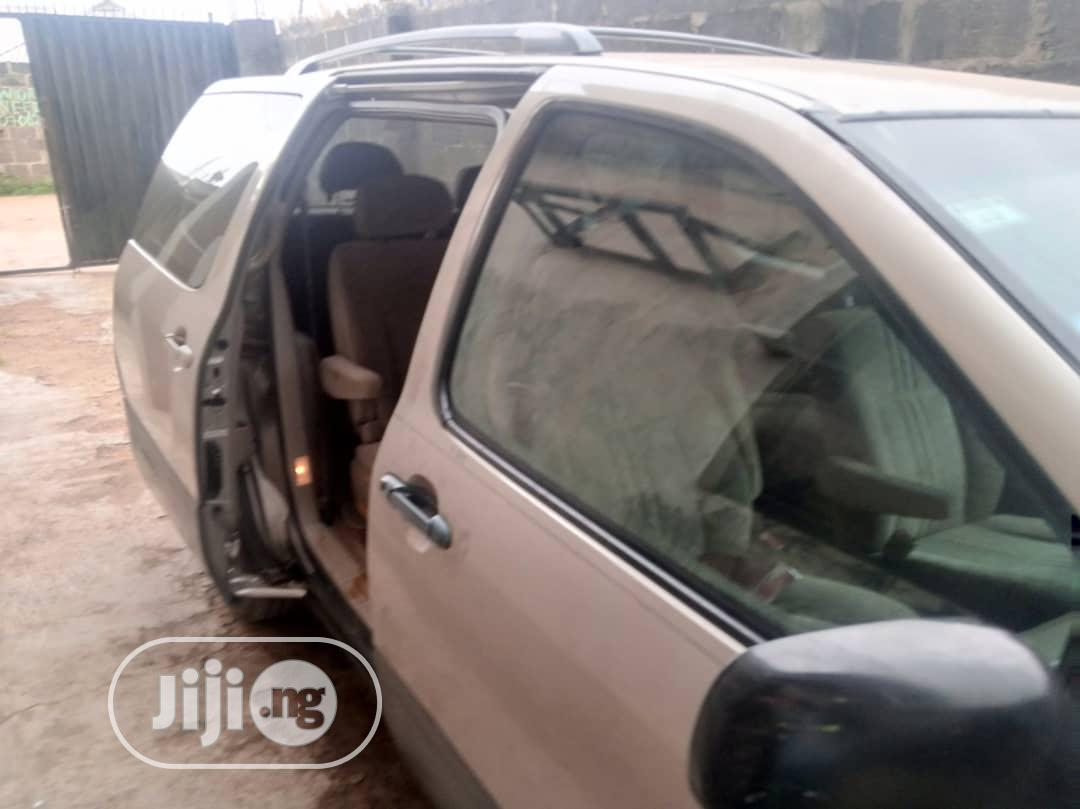 Archive: Toyota Sienna LE 2003 Gold