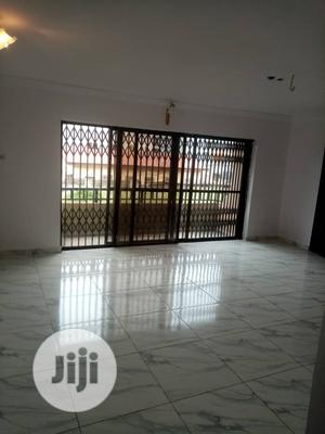 Fairly Used 3bedroom Flat | Houses & Apartments For Rent for sale in Yaba, Alagomeji
