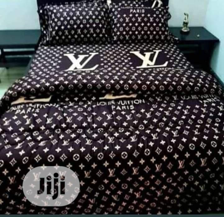 Duvet Bedsheet With 4 Pillow Cases