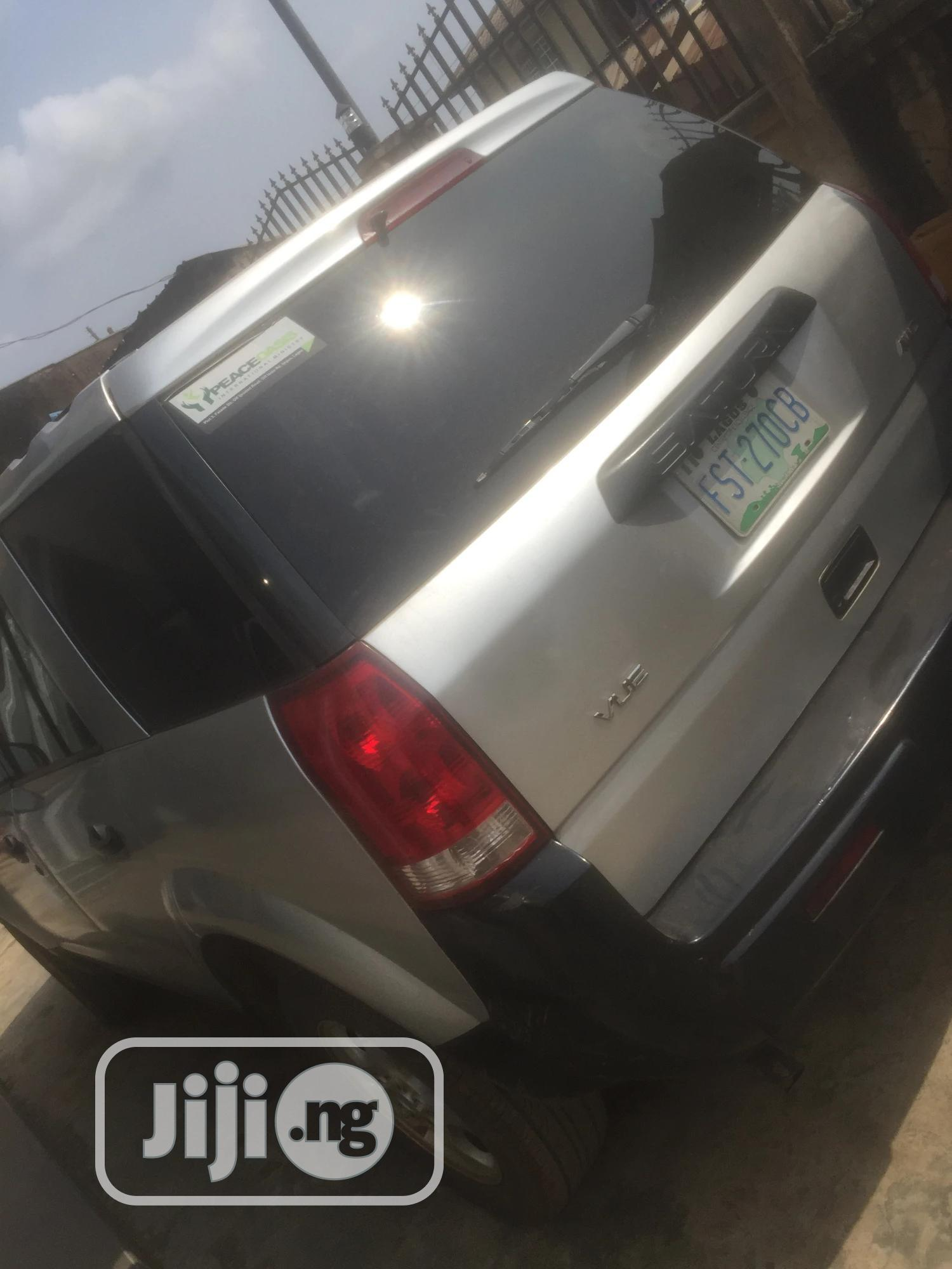 Archive: Saturn Vue 2005 Gray