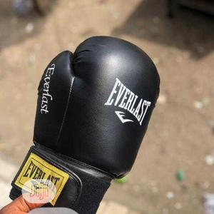 Black Everlast Boxing Gloves | Sports Equipment for sale in Lagos State, Surulere