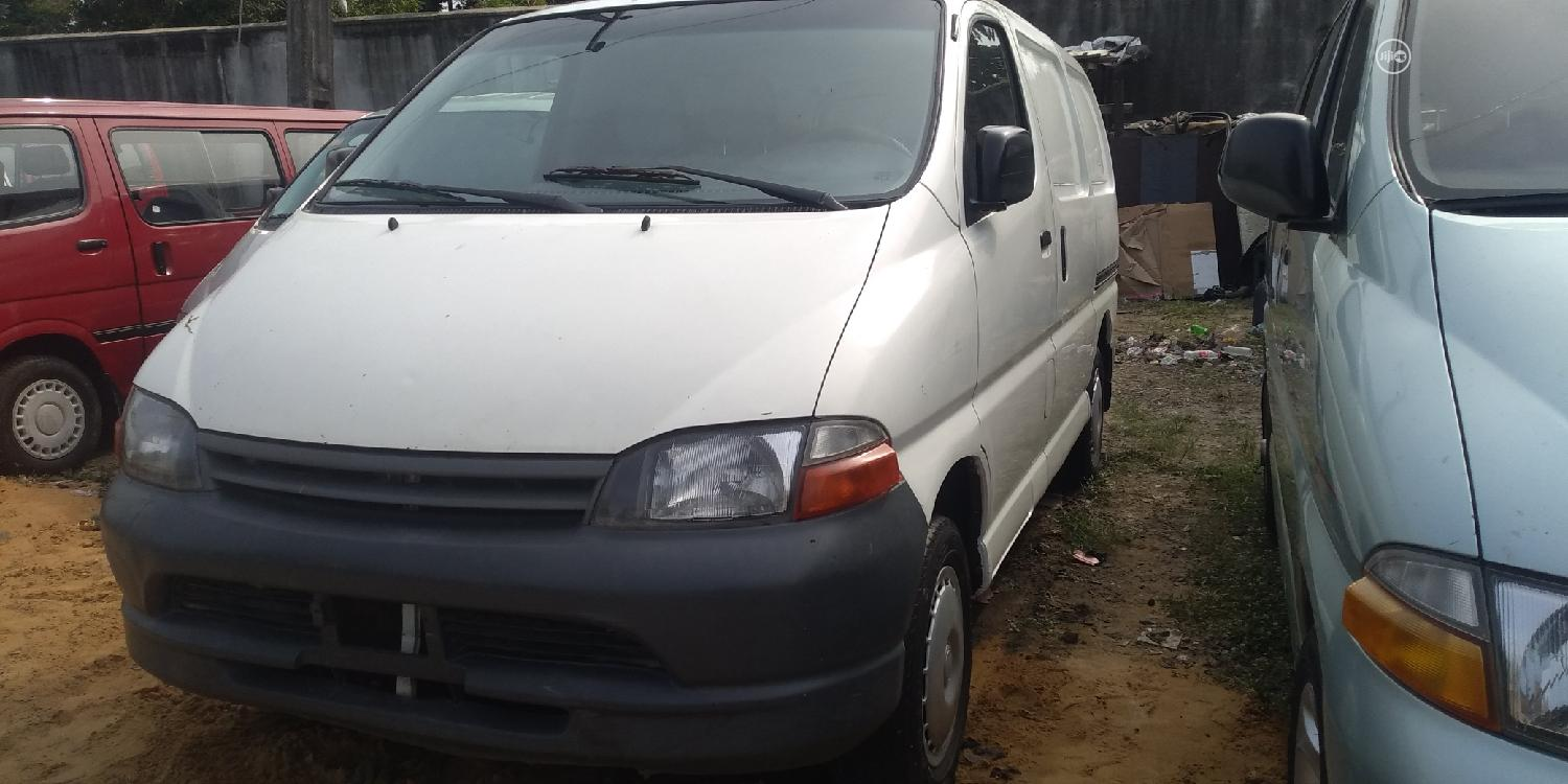 Hiace Bus 2005 Model Short Container Body | Buses & Microbuses for sale in Apapa, Lagos State, Nigeria