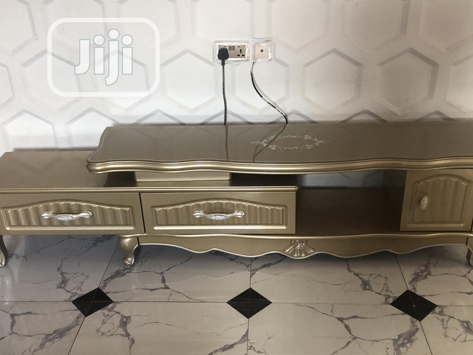 Archive: Foreign Tv Shelf