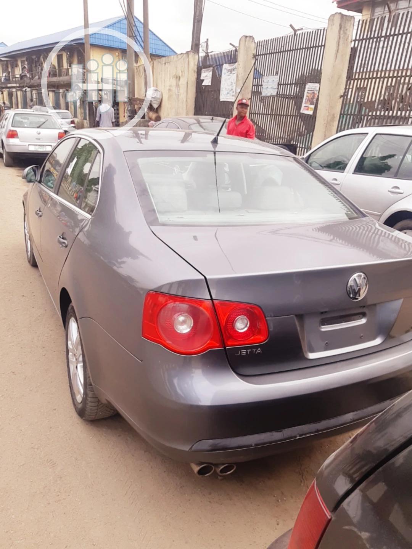 Volkswagen Jetta 2007 2.5 Gray | Cars for sale in Surulere, Lagos State, Nigeria