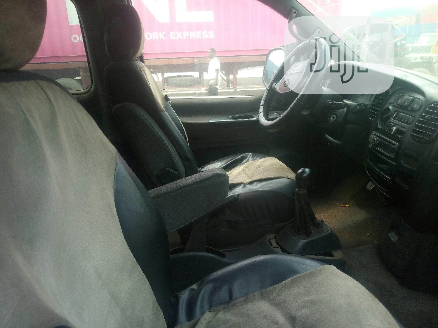 Hyundai H1 Bus With Seats Tokunbo 2000   Buses & Microbuses for sale in Apapa, Lagos State, Nigeria