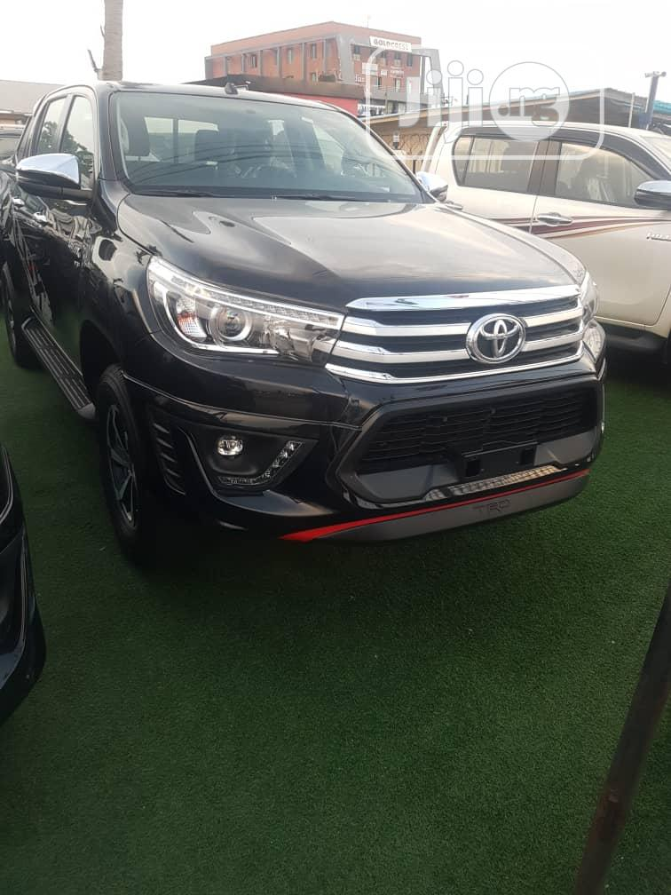 Archive: New Toyota Hilux 2020 Black