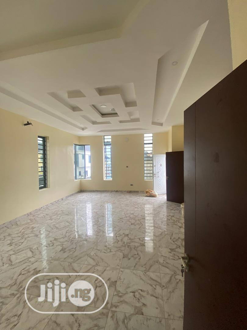 Archive: Luxury 4 Bedroom Fully Detached Duplex