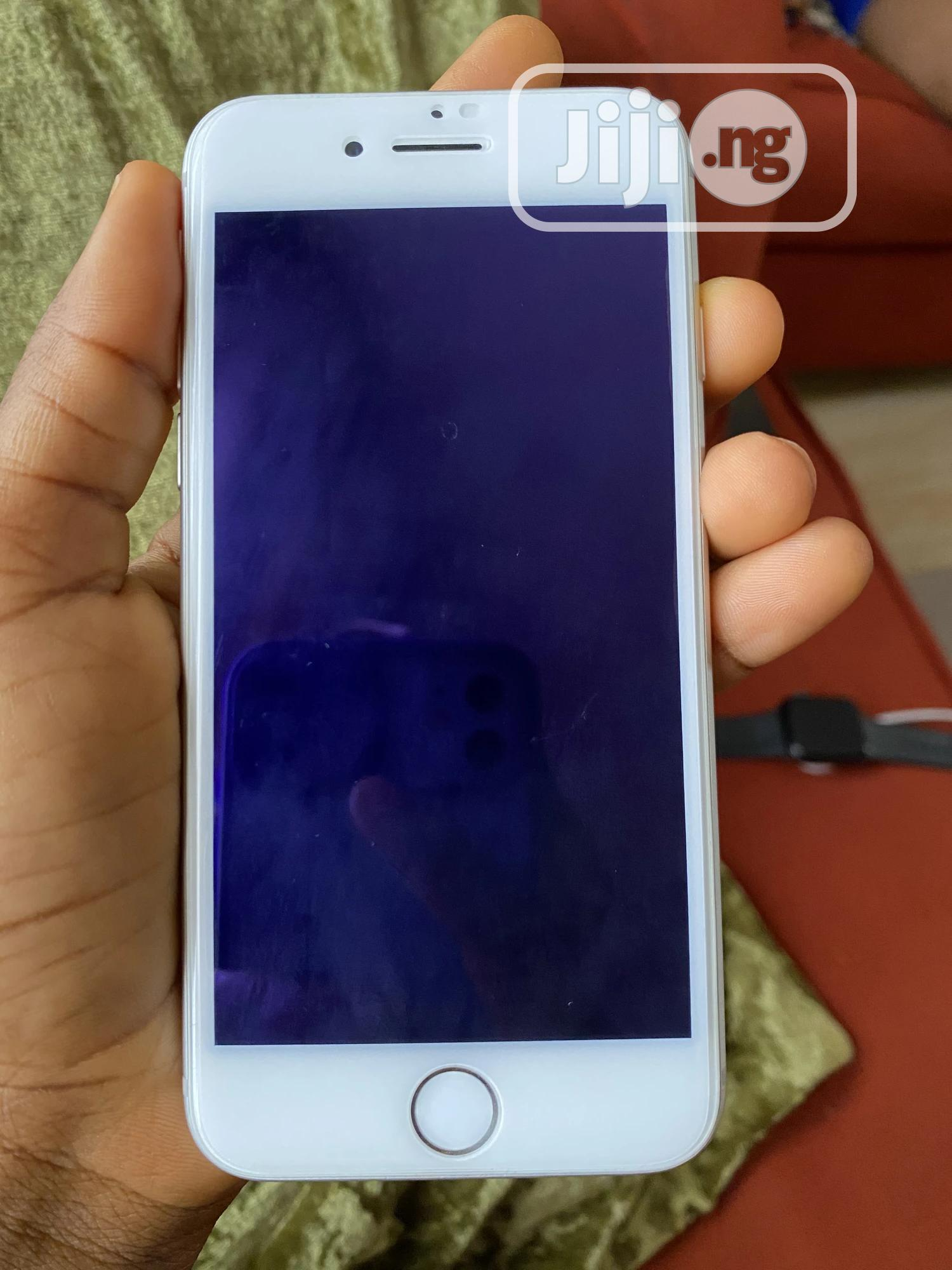 Archive: Apple iPhone 8 64 GB White