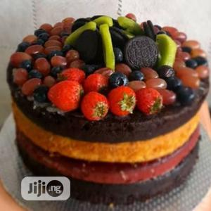 Red Velvet, Chocolate And Vanilla Birthday Cake And Toppings | Meals & Drinks for sale in Lagos State, Ikotun/Igando