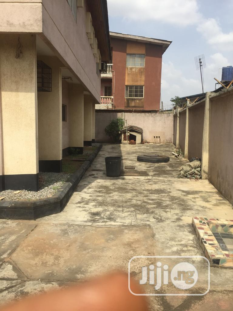 Archive: Neat Well Built 6 Bedroom Duplex On 1 Plot For Sale