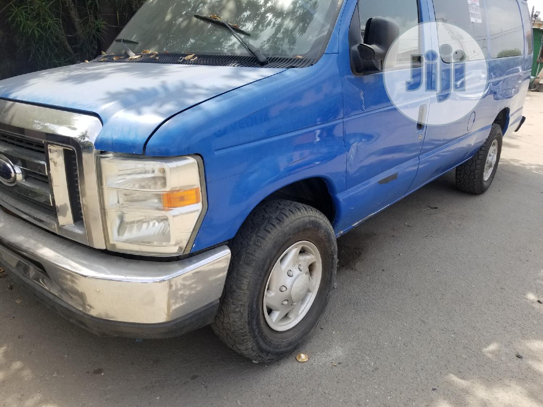 2009 Ford E350 Extended Van
