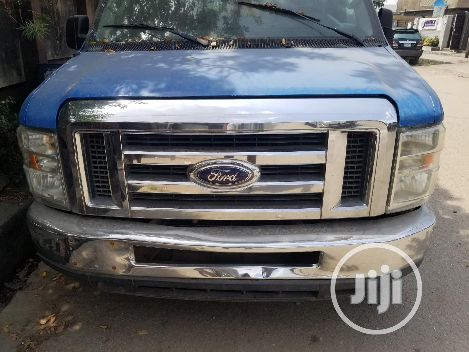 2009 Ford E350 Extended Van | Buses & Microbuses for sale in Isolo, Lagos State, Nigeria