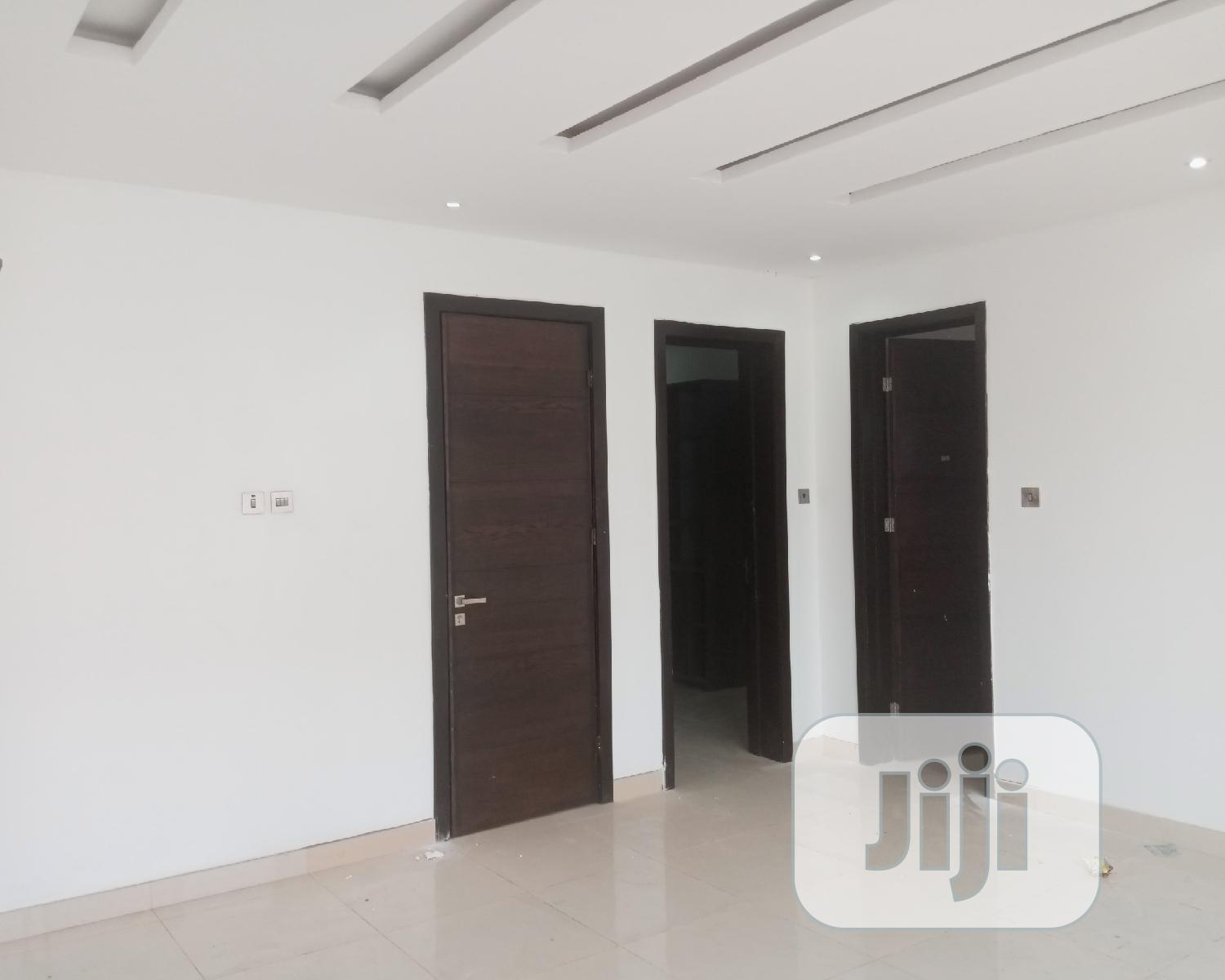 Archive: Luxury 4 Bedroom Serviced Terraced Duplex With a Room Ba