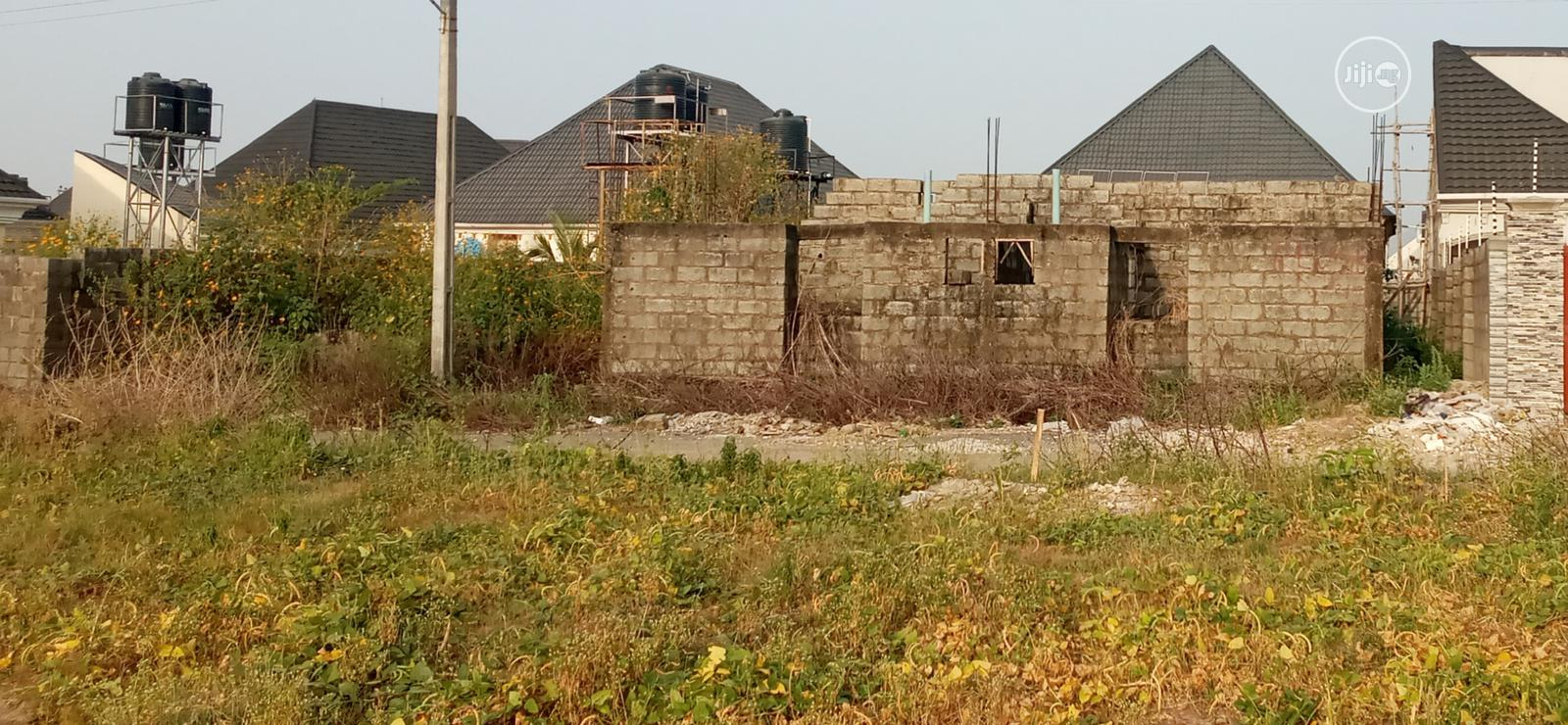 Unfinshed 4 Bedrooms Bungalow at Exclusive Estate for Sale