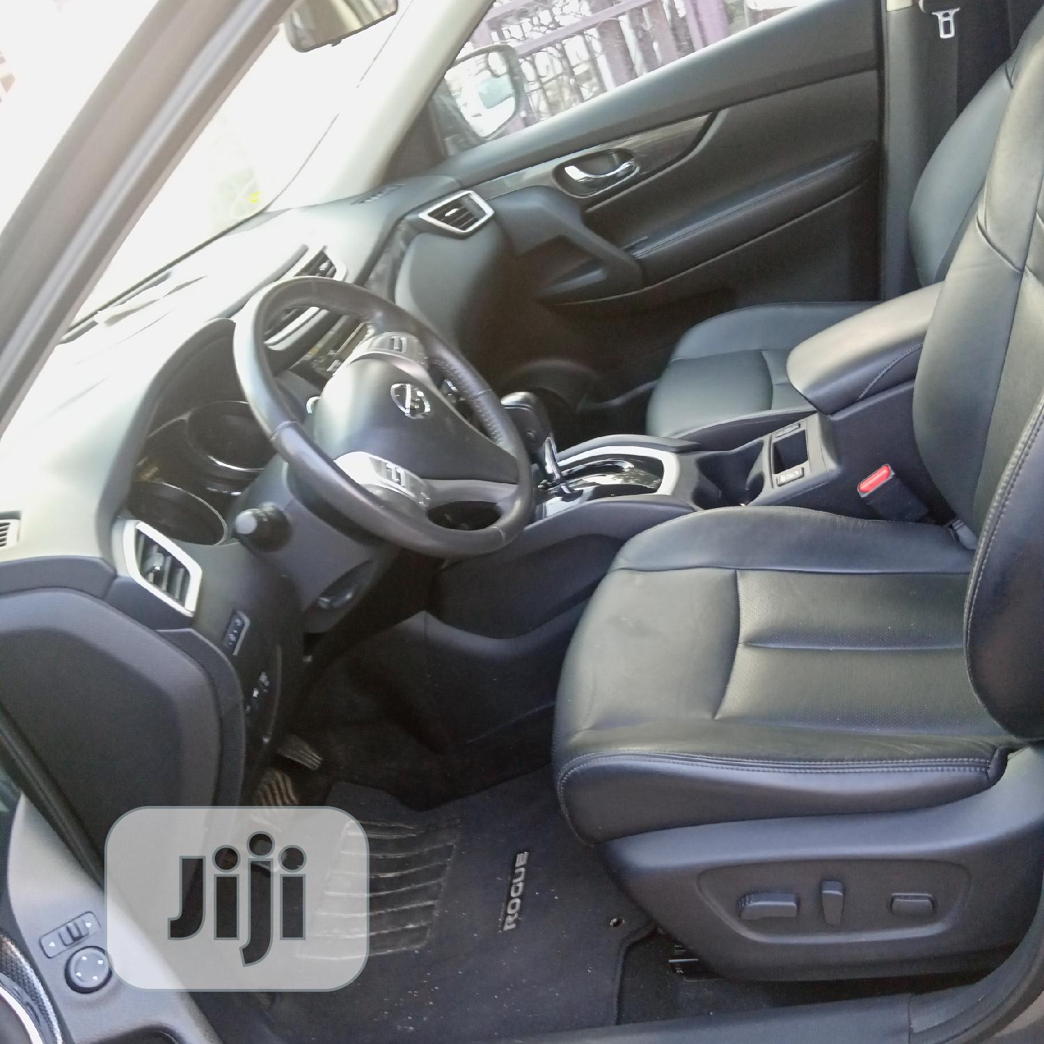 Archive: Nissan Rogue 2015 Gray