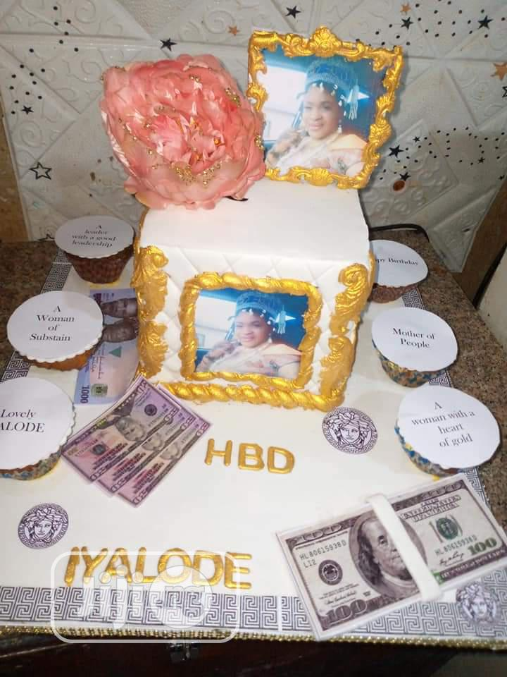 Money Brithday Cake