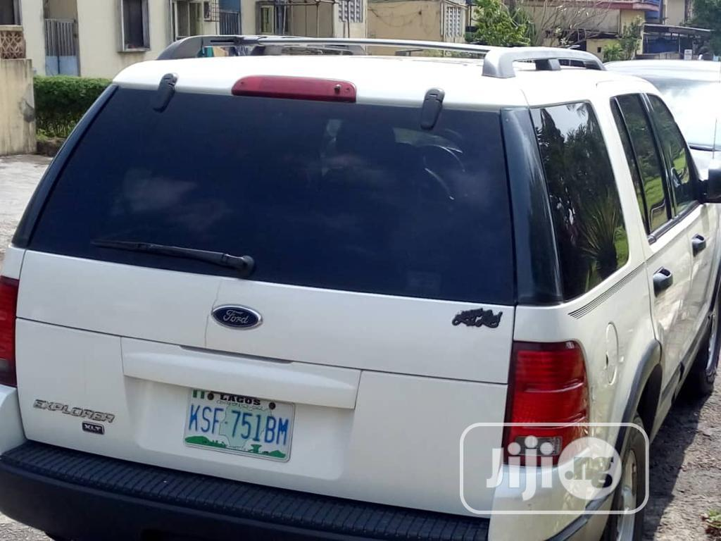 Archive: Ford Explorer 2004 White