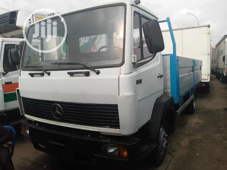 Mercedes Benz Truck 814 White