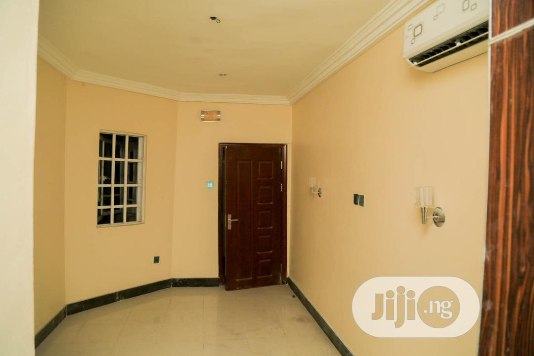 Archive: Tastefully Finished 3 Bedroom Penthouse Flat Ii For Rent