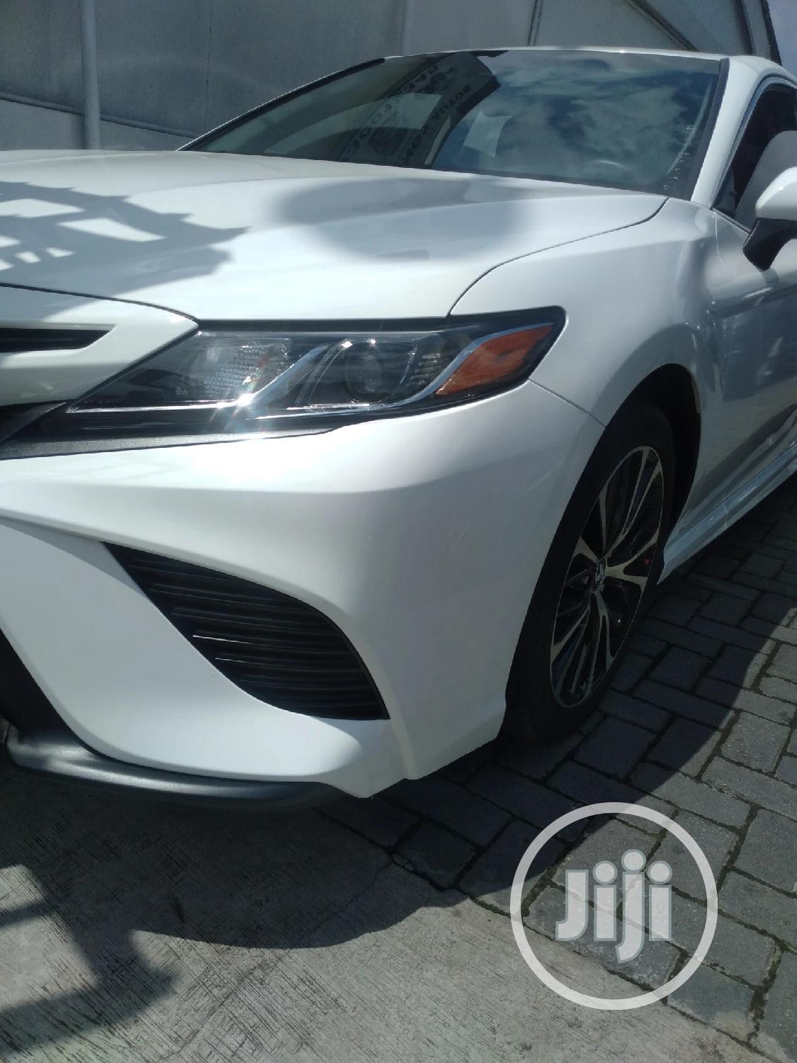 Archive: Toyota Camry 2018 SE FWD (2.5L 4cyl 8AM) White