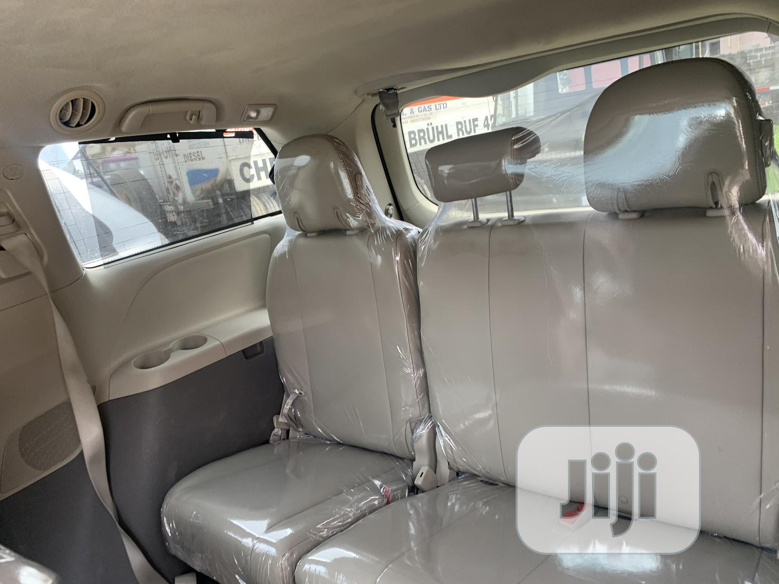 Archive: Toyota Sienna 2013 LE FWD 8-Passenger Gray