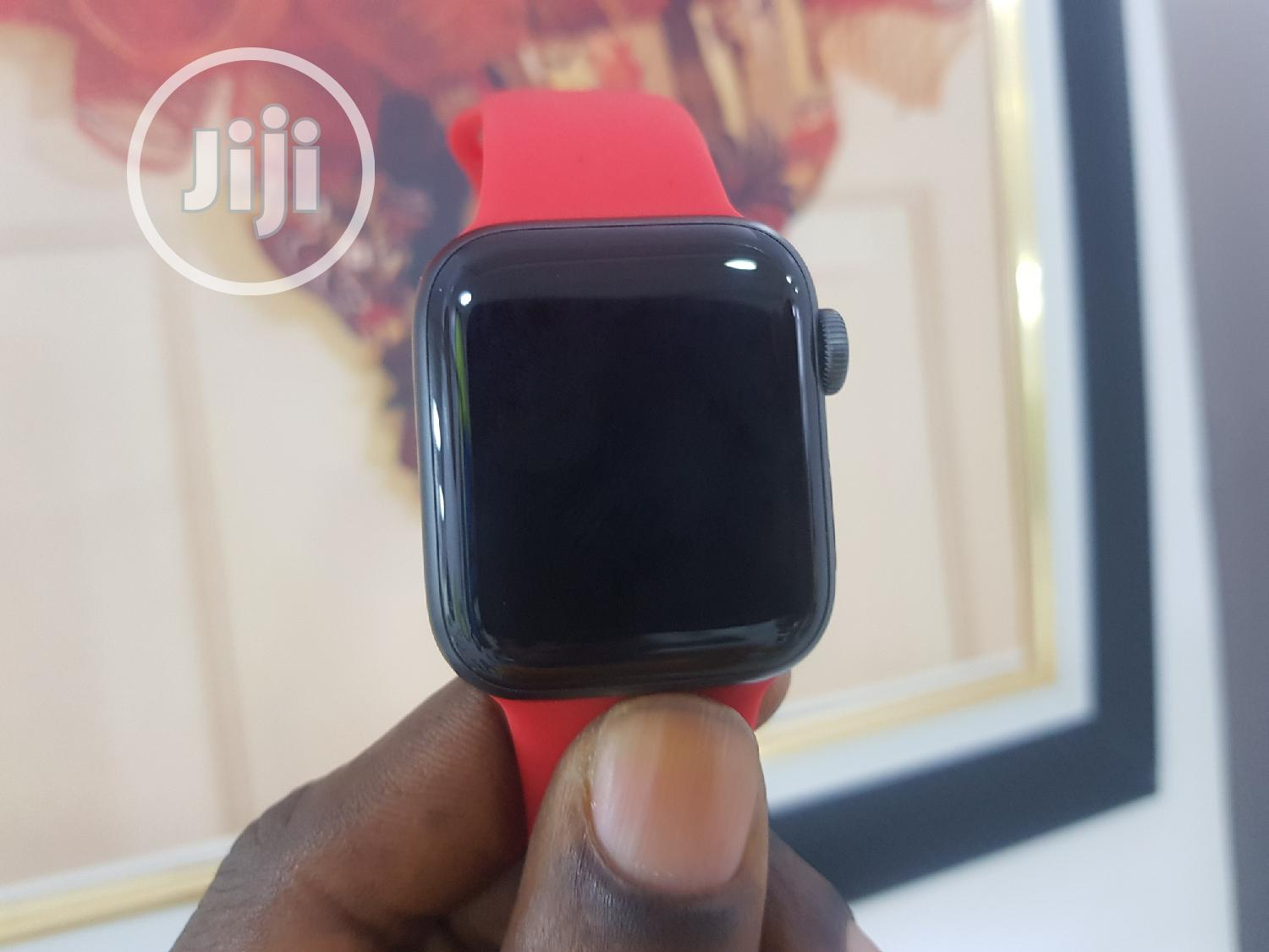 UK Used Apple Iwatch Series 5 40mm GPS Only | Smart Watches & Trackers for sale in Ikeja, Lagos State, Nigeria