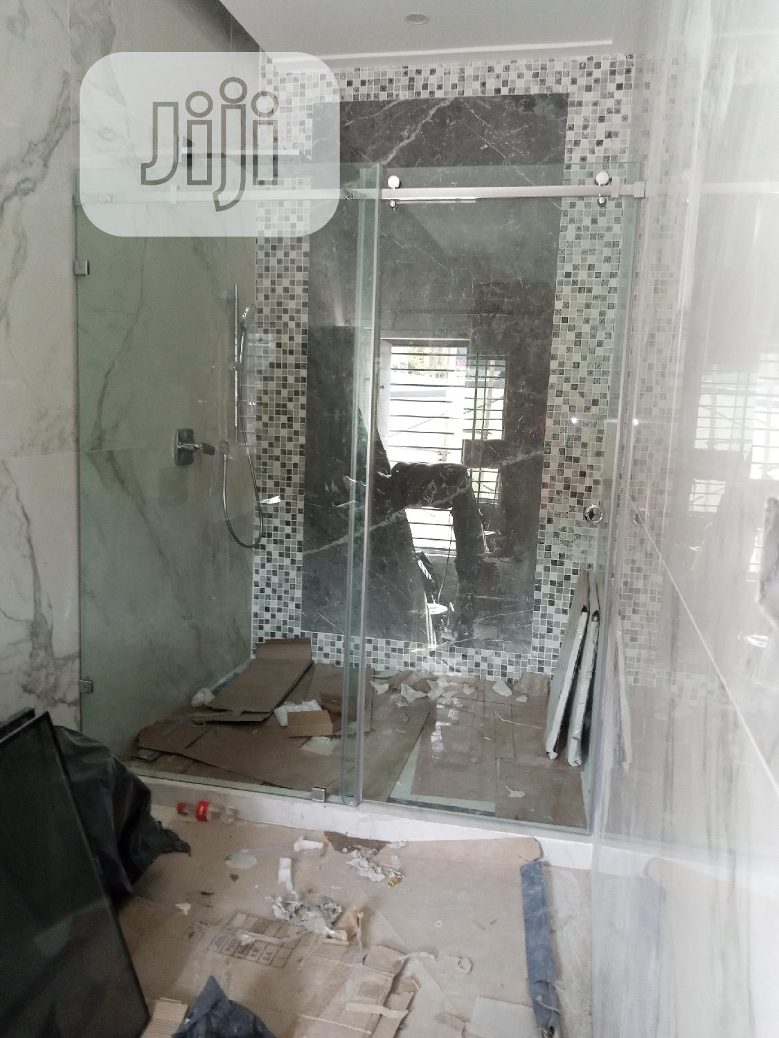 Shower Cubicle With 10mm Tempered Glass