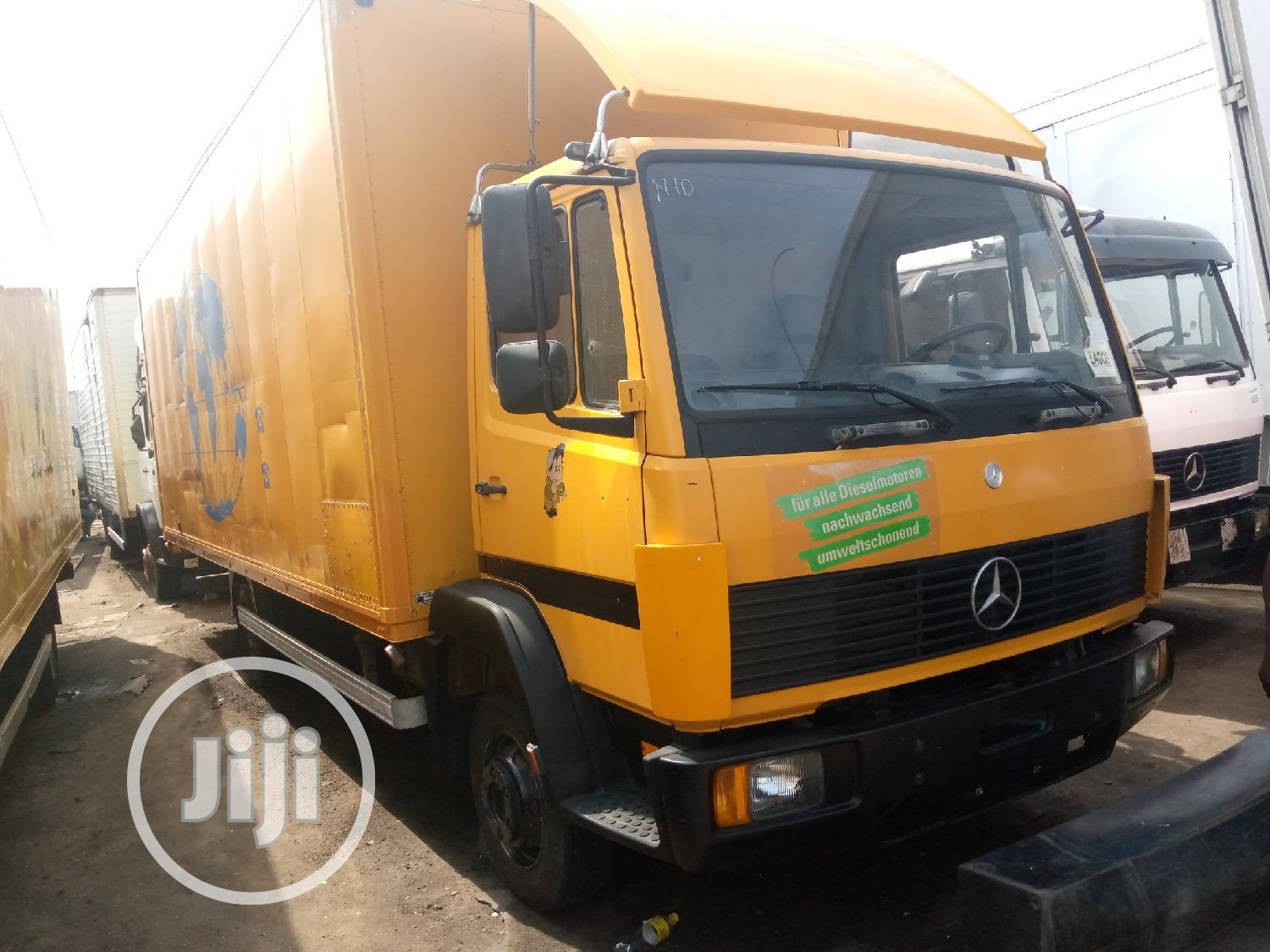 Mercedes Benz Truck 814 Yellow