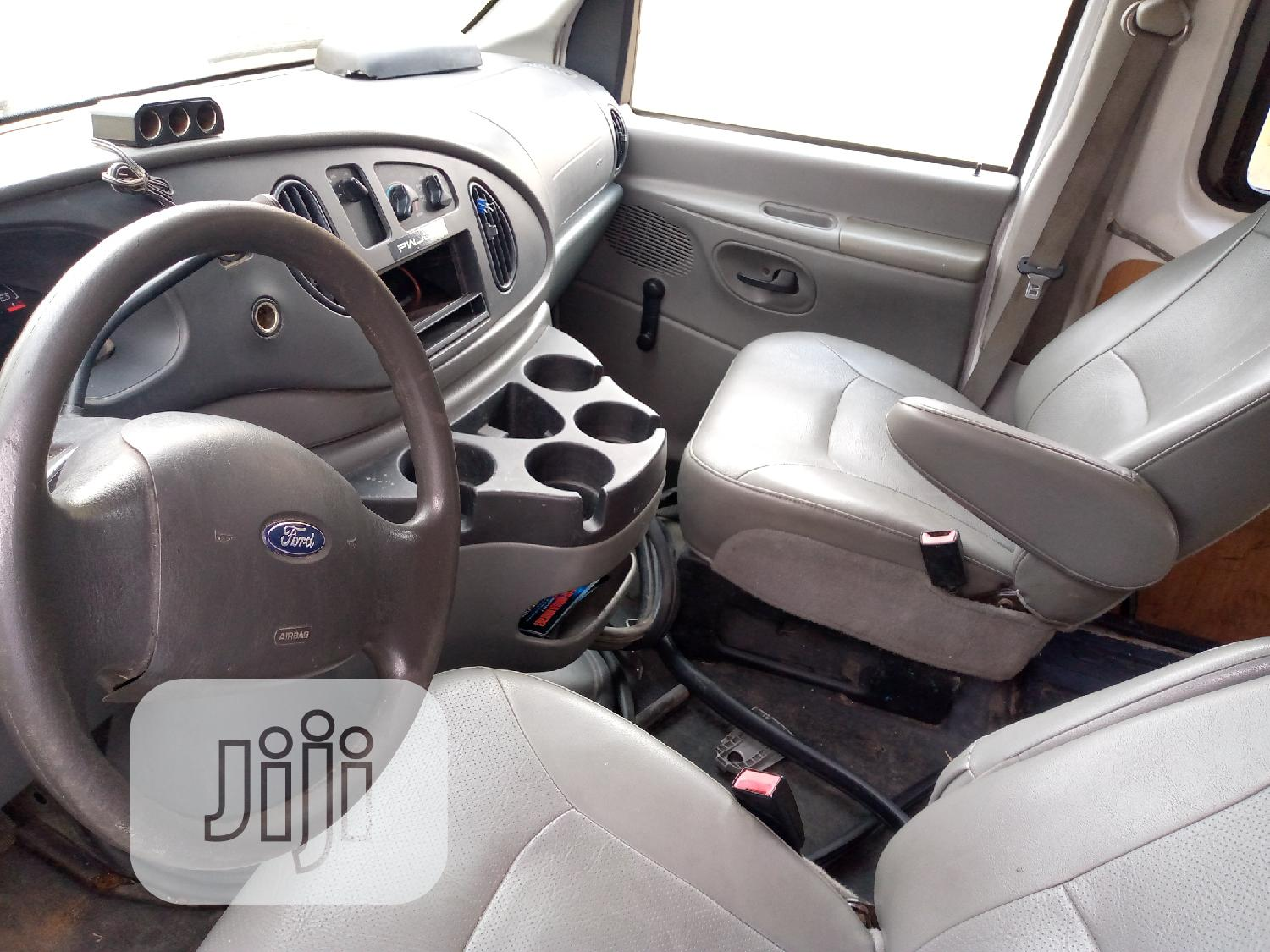 Ford E-350 2007 Van Super Duty White | Buses & Microbuses for sale in Ikeja, Lagos State, Nigeria