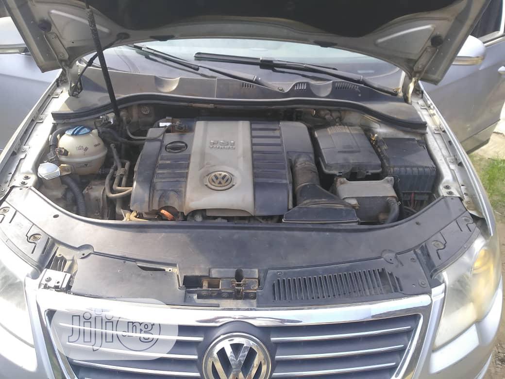 Archive: Volkswagen Passat 2008 Gray