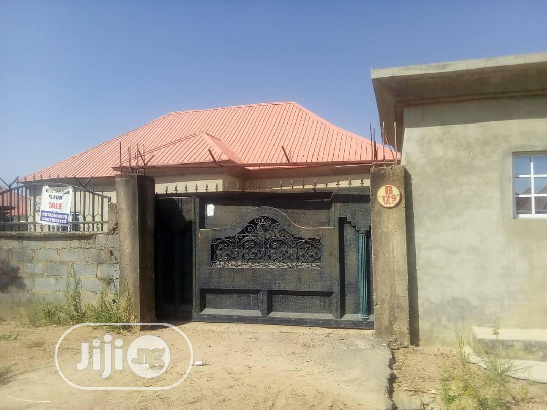 3 Bedroom Flat In An Estate With Larg Parking Lot