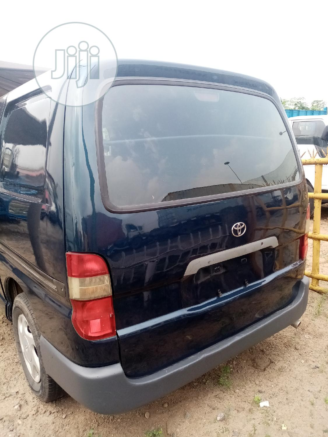 Clean Tokunbo Toyota Hiace Bus With Container Body | Buses & Microbuses for sale in Amuwo-Odofin, Lagos State, Nigeria