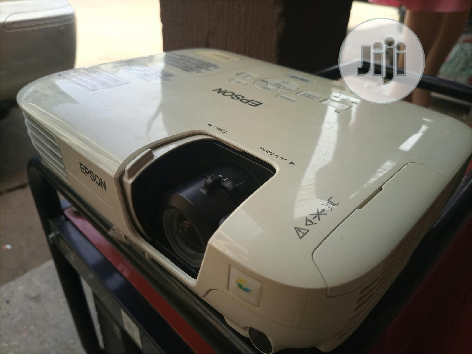 Amazing And Very Sharp Epson Projector For Sale