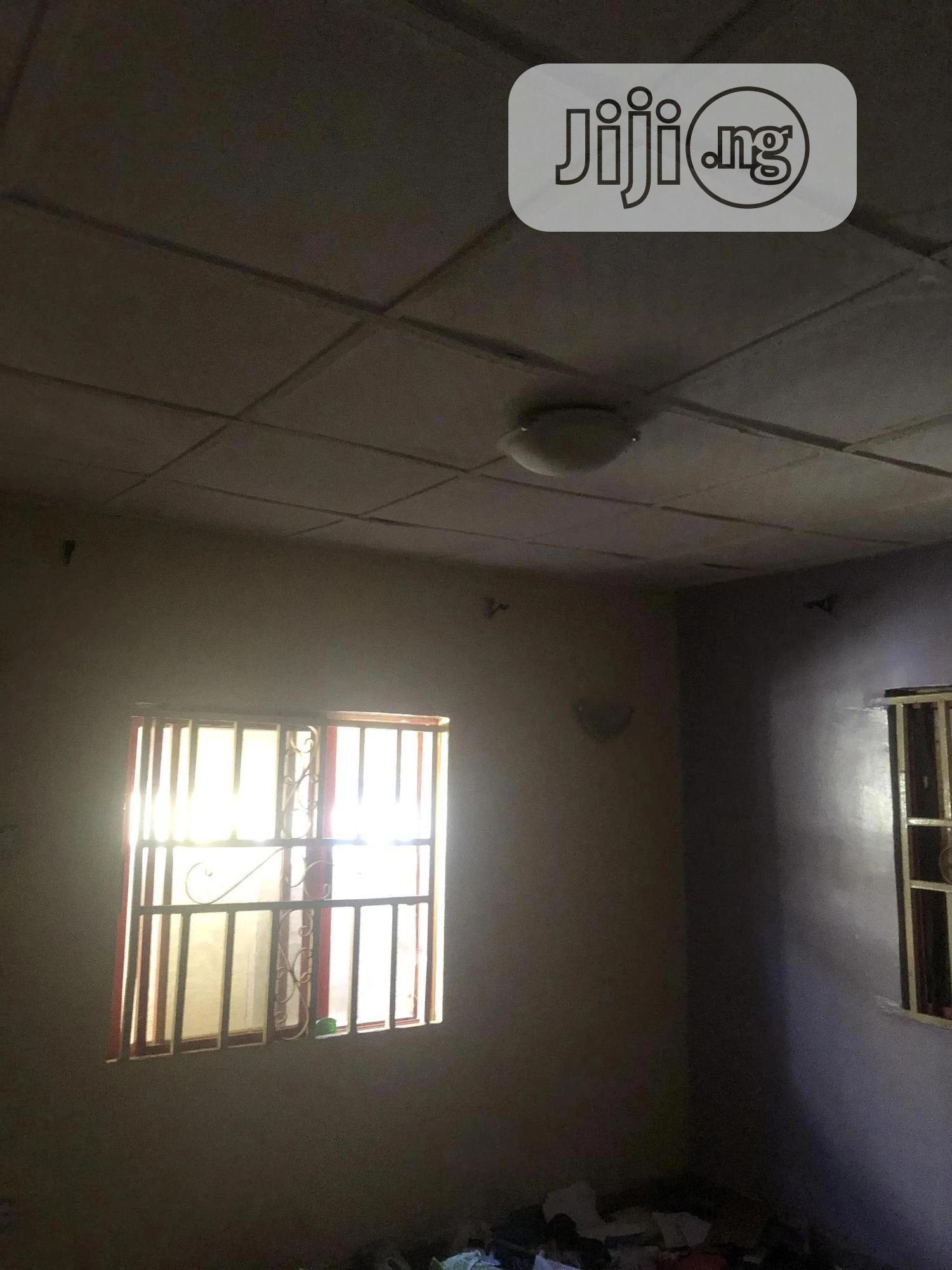 Archive: Good Clean Room And Palour For Rent