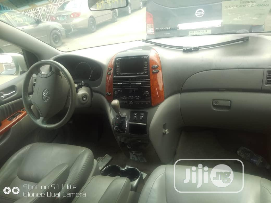 Toyota Sienna 2008 Silver | Cars for sale in Surulere, Lagos State, Nigeria