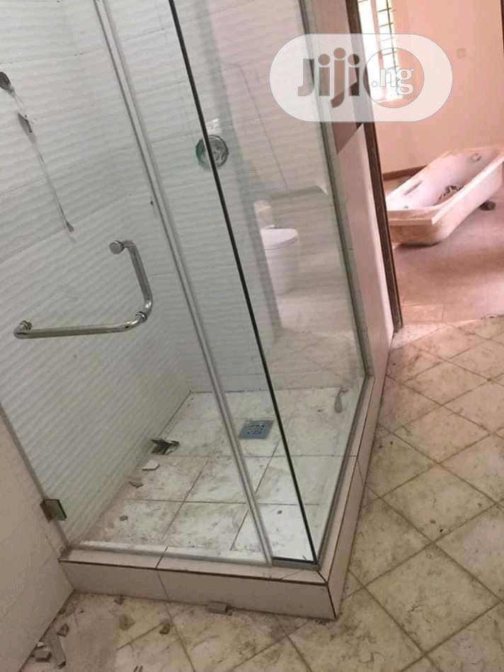 Shower Glass Cubicle Intr.