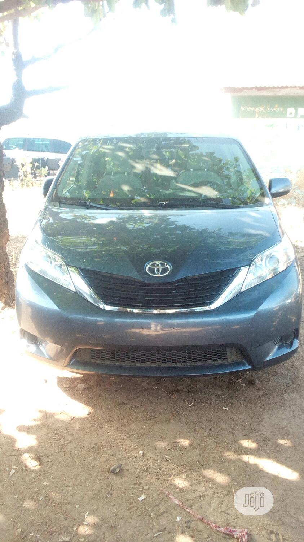 Toyota Sienna 2013 XLE FWD 8-Passenger Gray