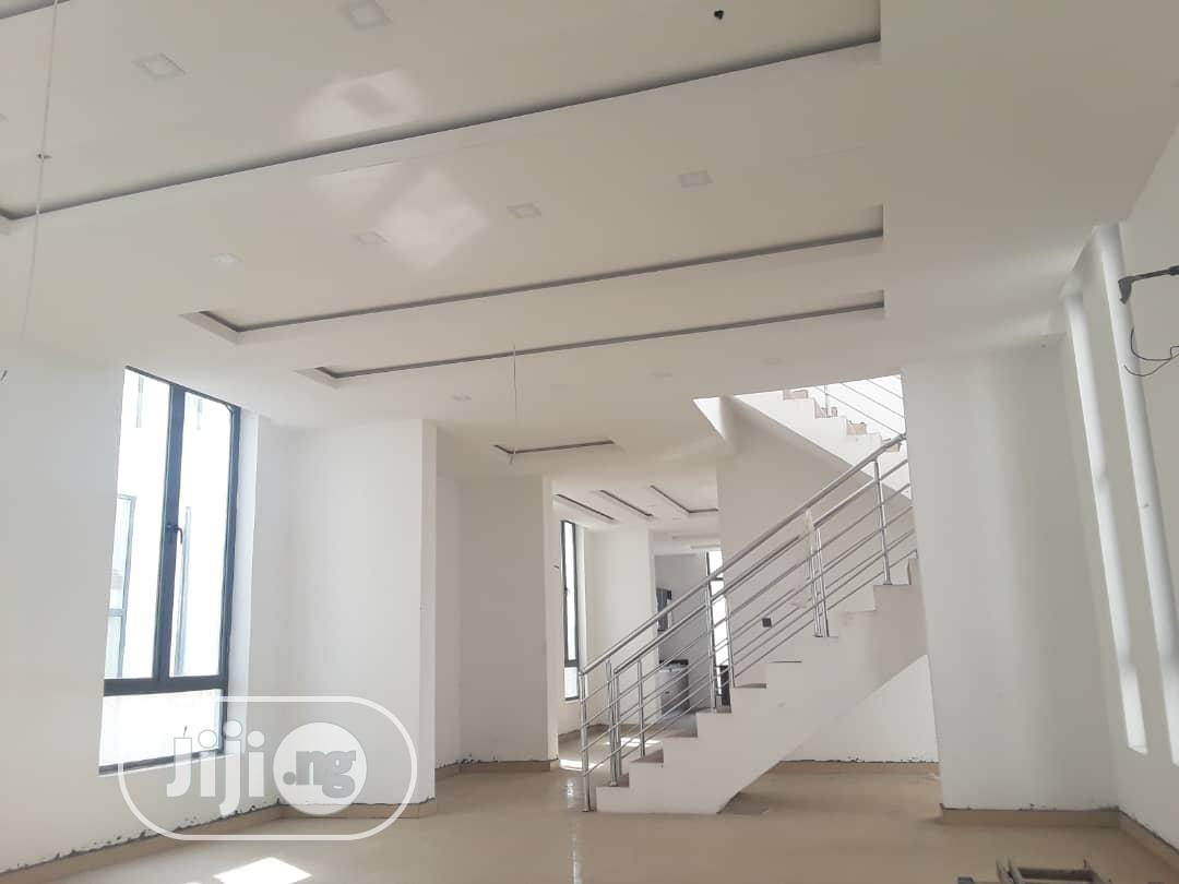 Luxurious 5 Bedrooms Fully Detached Duplex