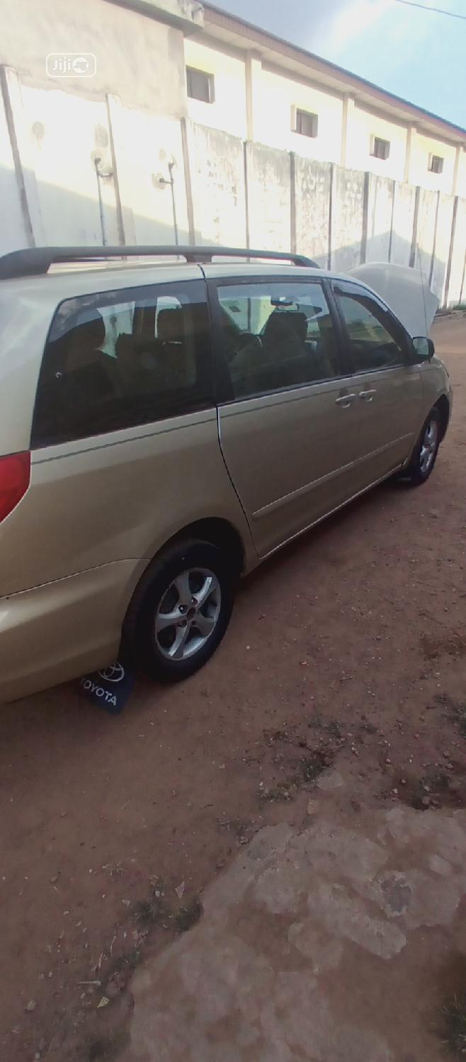 Archive: Toyota Sienna 2005 CE Gold