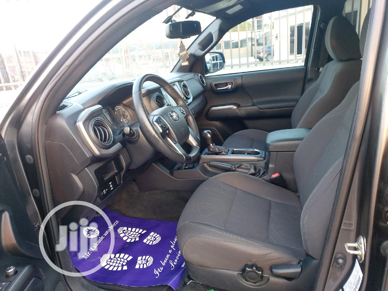 Archive: Toyota Tacoma 2016 4dr Double Cab Gray