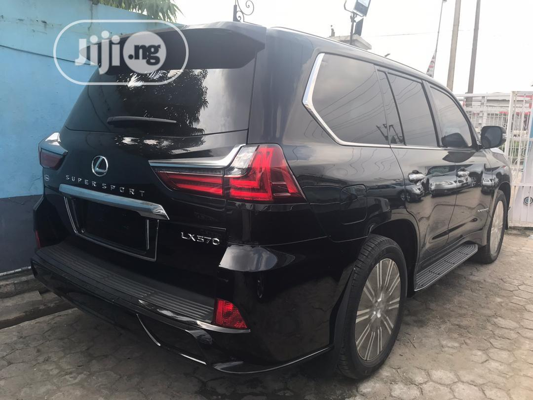 Archive: Lexus LX 2018 570 Three-Row Black
