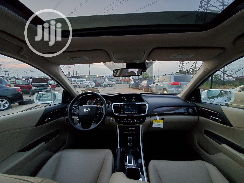 Archive: Honda Accord 2016 White