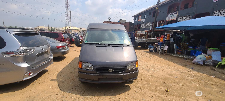 Ford Transit 2000 Gray