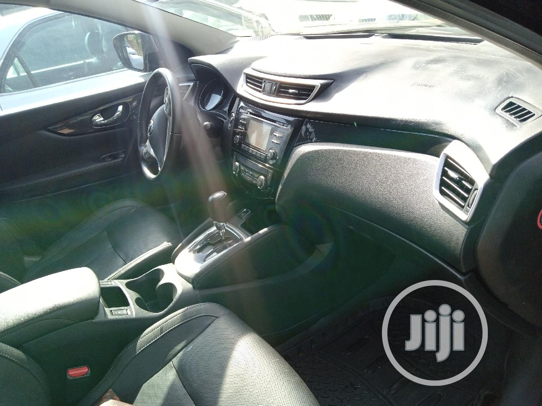Archive: Nissan Qashqai 2017 Brown