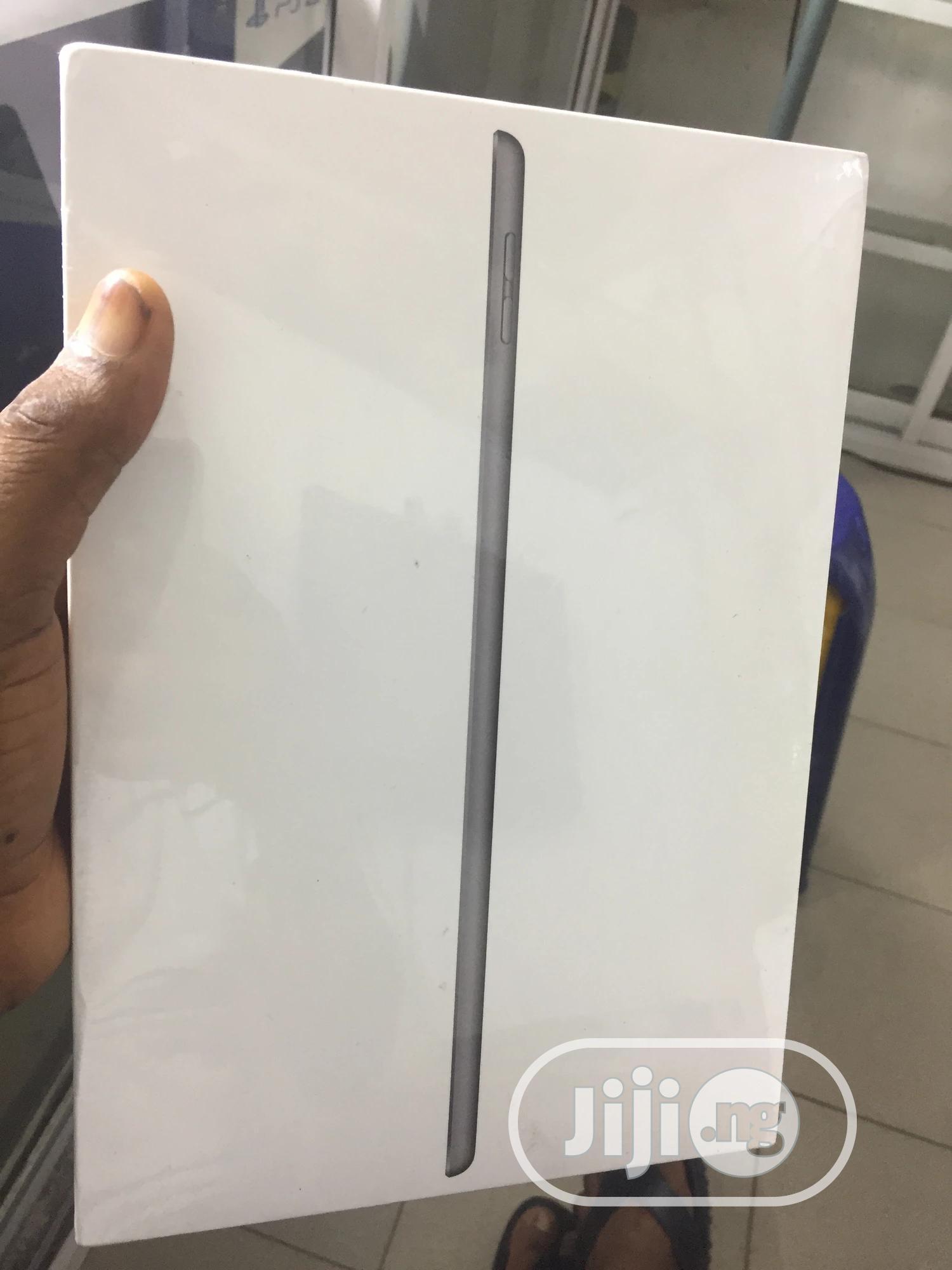 New Apple iPad 10.2 (2020) 32 GB Gray