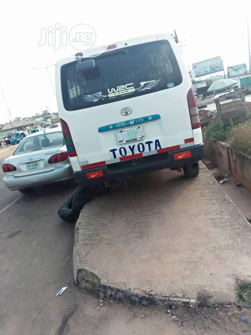 Archive: Toyota Hiace Bus Hummer 1